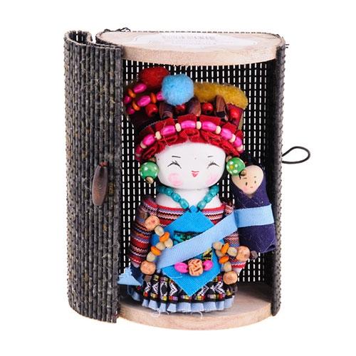Boneca - Mensageira do Oriente - Gelao em Tecido - 12x8 cm