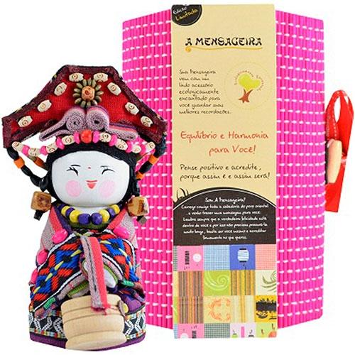 Boneca - Mensageira do Oriente - Tujia em Tecido - 12x8 cm