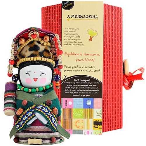 Boneca - Mensageira do Oriente - Yugur em Tecido - 12x8 cm
