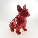 Bulldog sentado vermelho