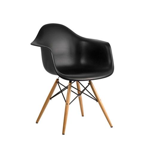 Cadeira Charles Eames Wood Preto em Polipropileno - 77,5x62 cm