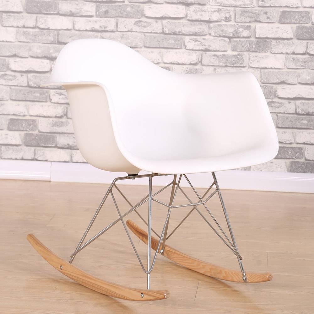 Cadeira Design Eiffel Branca com Base de Balanço em ABS e Madeira - 67x45 cm