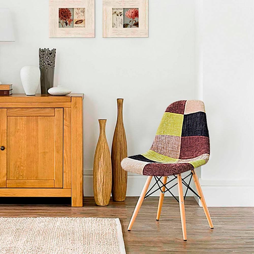 Cadeira Design Eiffel Estampada Multicolorida Pé Palito em ABS e Madeira - 82x48 cm