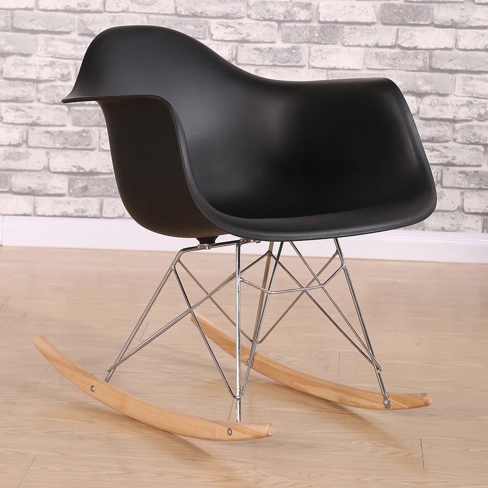Cadeira Design Eiffel Preta com Base de Balanço em ABS e Madeira - 67x45 cm