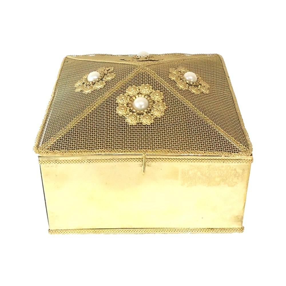 Caixa Indiana Dourada c/ Pérolas Quadrada em Metal - 13x13 cm
