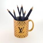 Caneca dourada Louis Vuitton