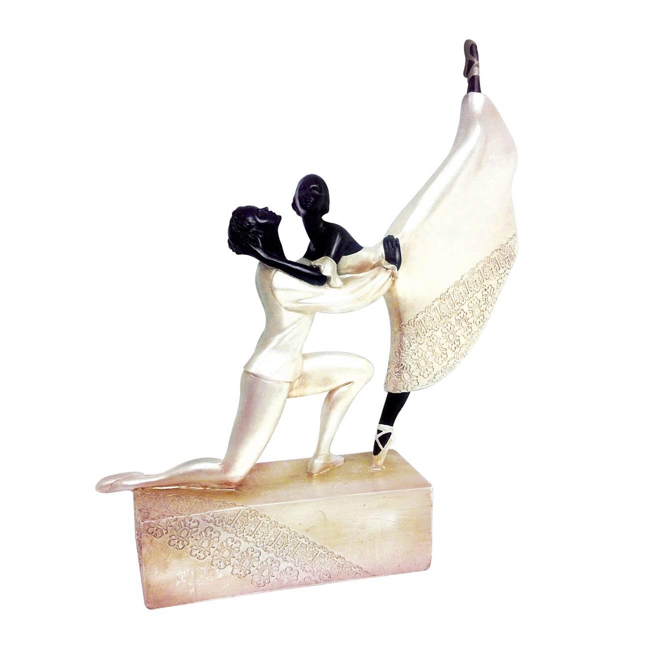Estatueta Casal Dançando Ballet - Preto e Pérola - em Cerâmica - Prestige - 31,5x25,8 cm