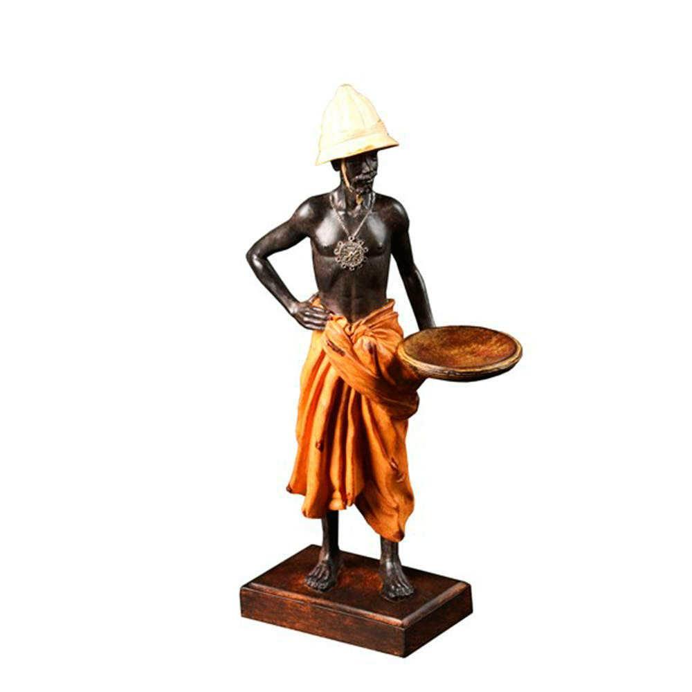 Escultura Homem Africano com Cesta em Resina - 31x16 cm