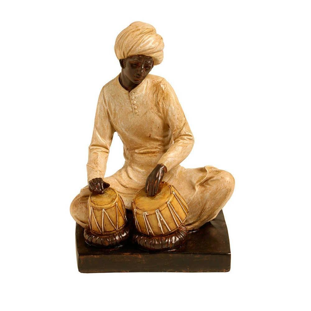 Escultura Indiano Tocando Tabla Bege e Marrom em Resina - 27x17 cm