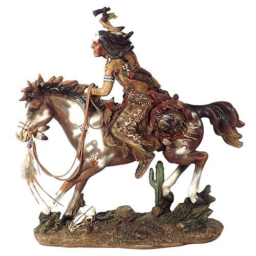 Escultura Índio Guerreiro a Cavalo c/ Machado em Resina Oldway - 40x40cm