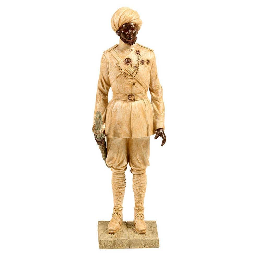 Escultura Polícia Indiana com Espada Bege em Resina - 43x11 cm