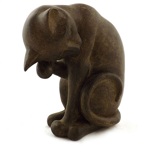 Estatueta Gato Olhando para Baixo em Resina - 19x16cm