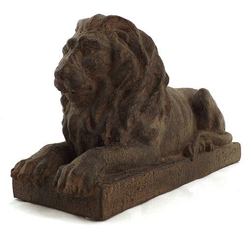 Estatueta Leão em cima de uma Base em Resina - 31x17 cm