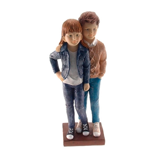 Estatueta/Caricatura Casal de Jovens em Resina - 27x13 cm