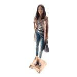 Estatueta/Caricatura Mulher de Bolsa em Resina