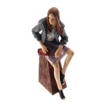 Estatueta/Caricatura Mulher Sentada em Resina - 33x14 cm