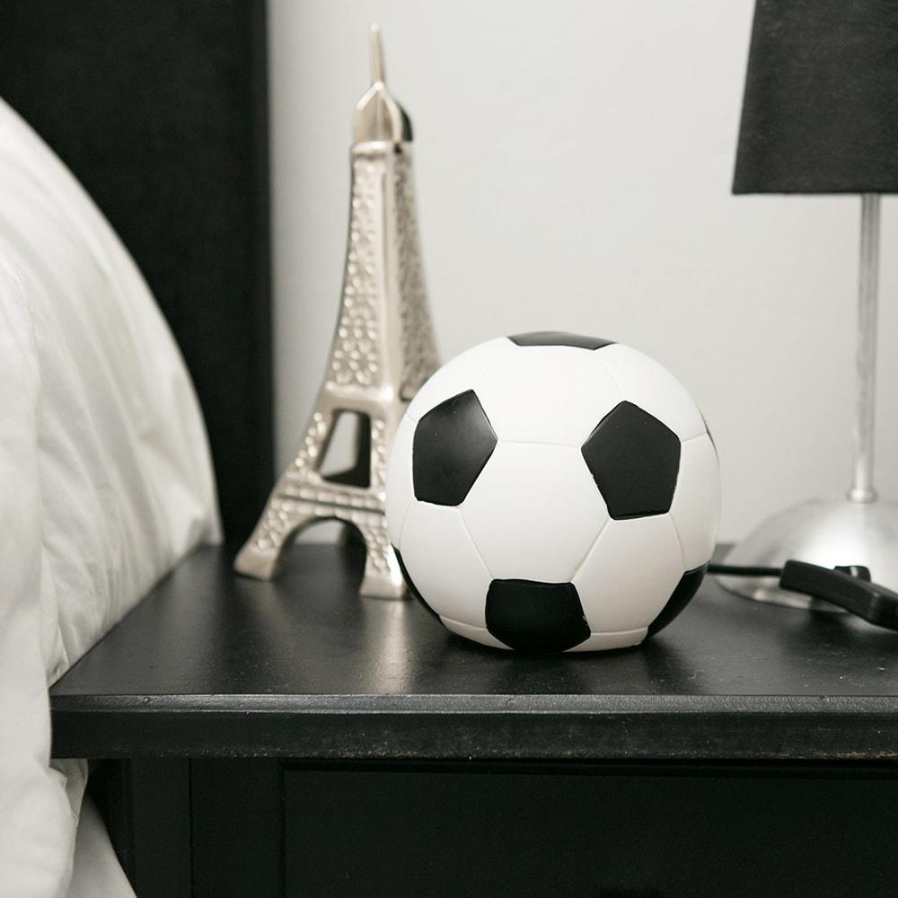 Luminária LED Bola de Futebol em Resina - 15x13 cm