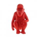 Macaco Sentado Vermelho em Cerâmica - 22x14 cm