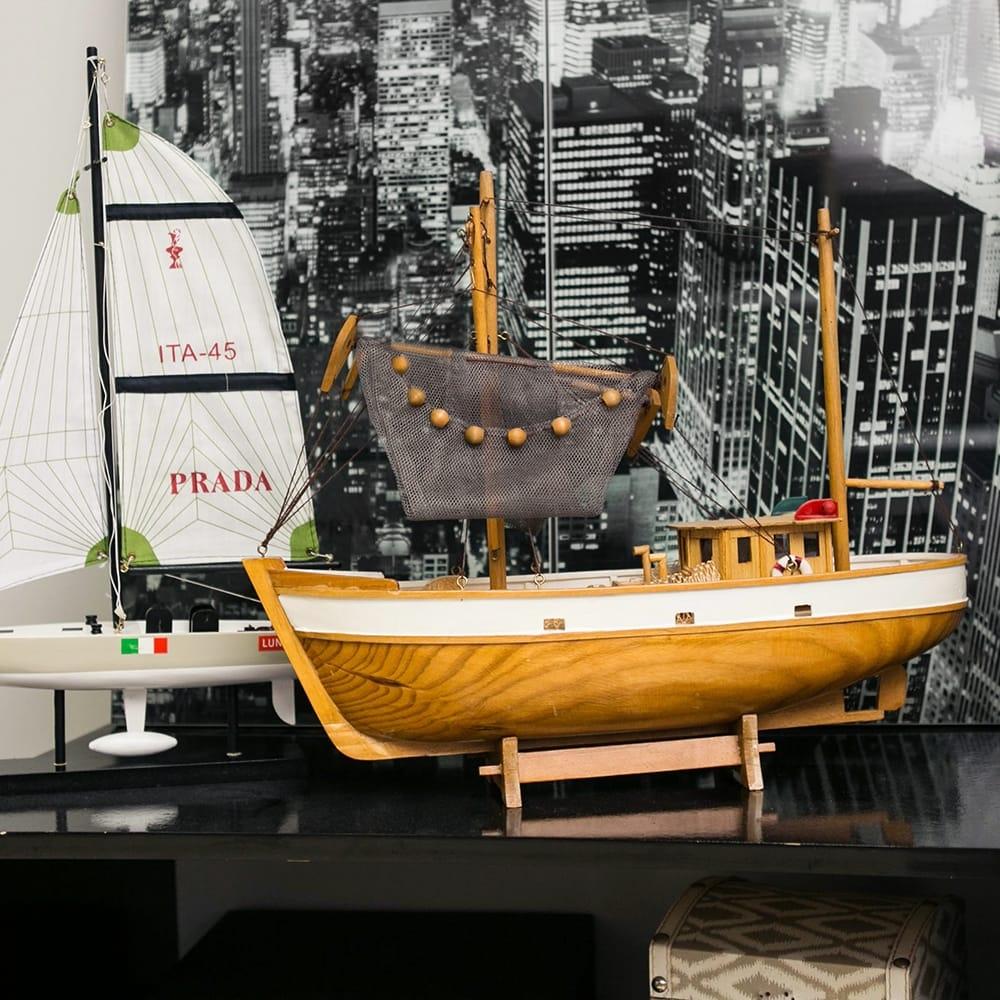 Miniatura Barco Marrom/Branco em Madeira - 45x39 cm