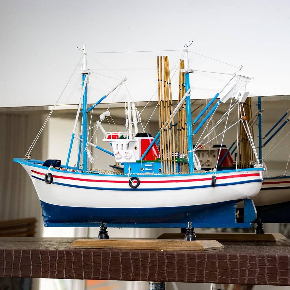 Miniatura Barco de Pesca Carmen II Branco em Madeira - 50x38 cm