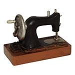 Miniatura Réplica Máquina de Costura Antiga em Resina