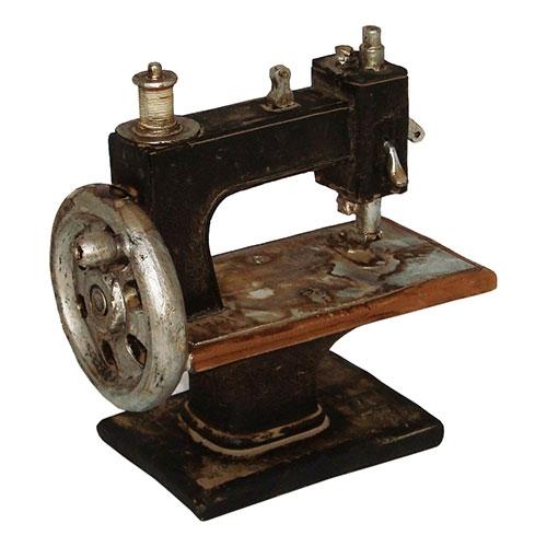 Miniatura Réplica Máquina de Costura Preta em Resina - 15x14,5 cm