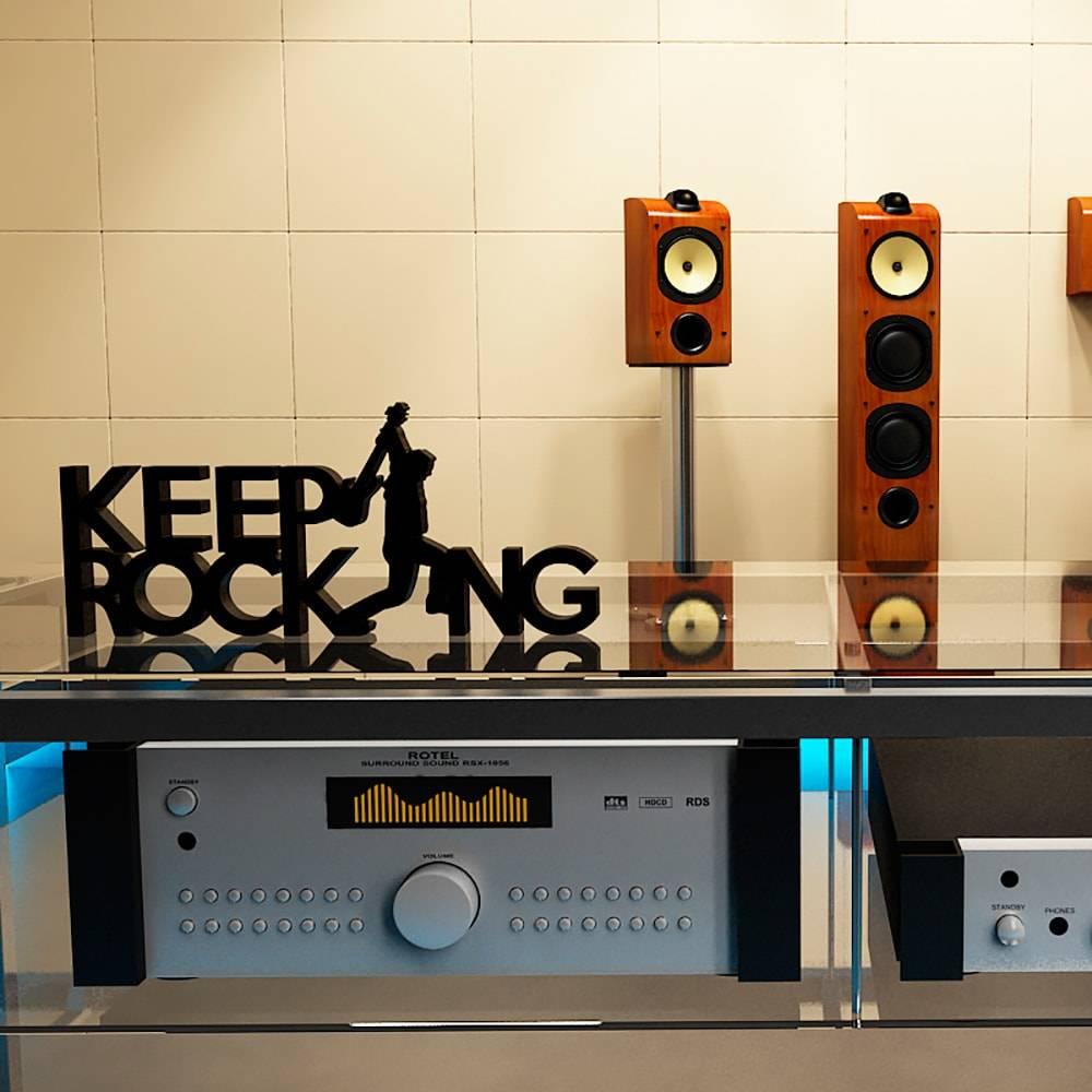 Palavra Decorativa Keep Rocking em MDF Laqueado Preto - 32x14,2 cm