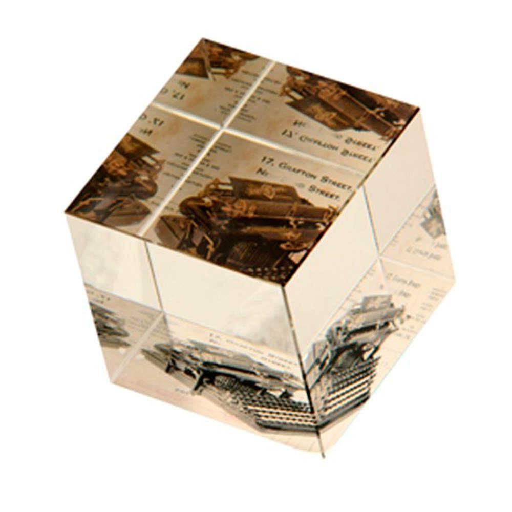 Peso para Papel Máquina de Escrever Vintage Branco e Preto em Vidro - 7x6 cm