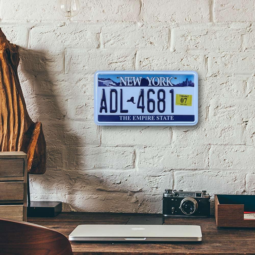 Placa de Carro Decorativa - Em Alto Relevo - New York - Estados Unidos - 31x16 cm