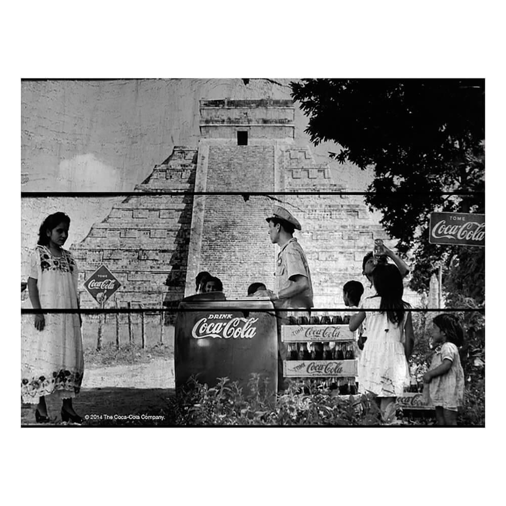 Placa Coca-Cola Landscape Pyramid Preto e Branco em Madeira - Urban - 50x36,6 cm