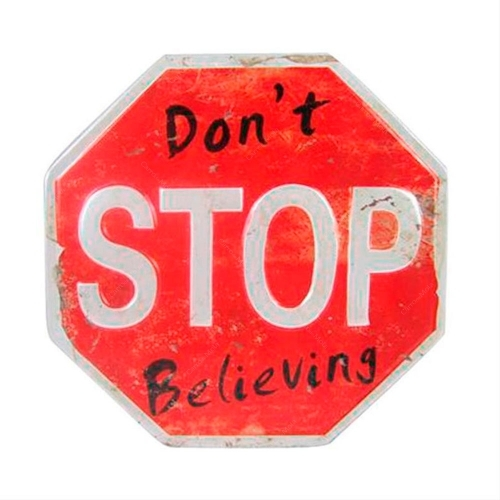 Placa Decorativa Don t Stop Believing Shabby Chic em Metal - 26,7x26,7 cm