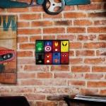 Placa Decorativa Herois Colorido Média em Metal - 30x20 cm