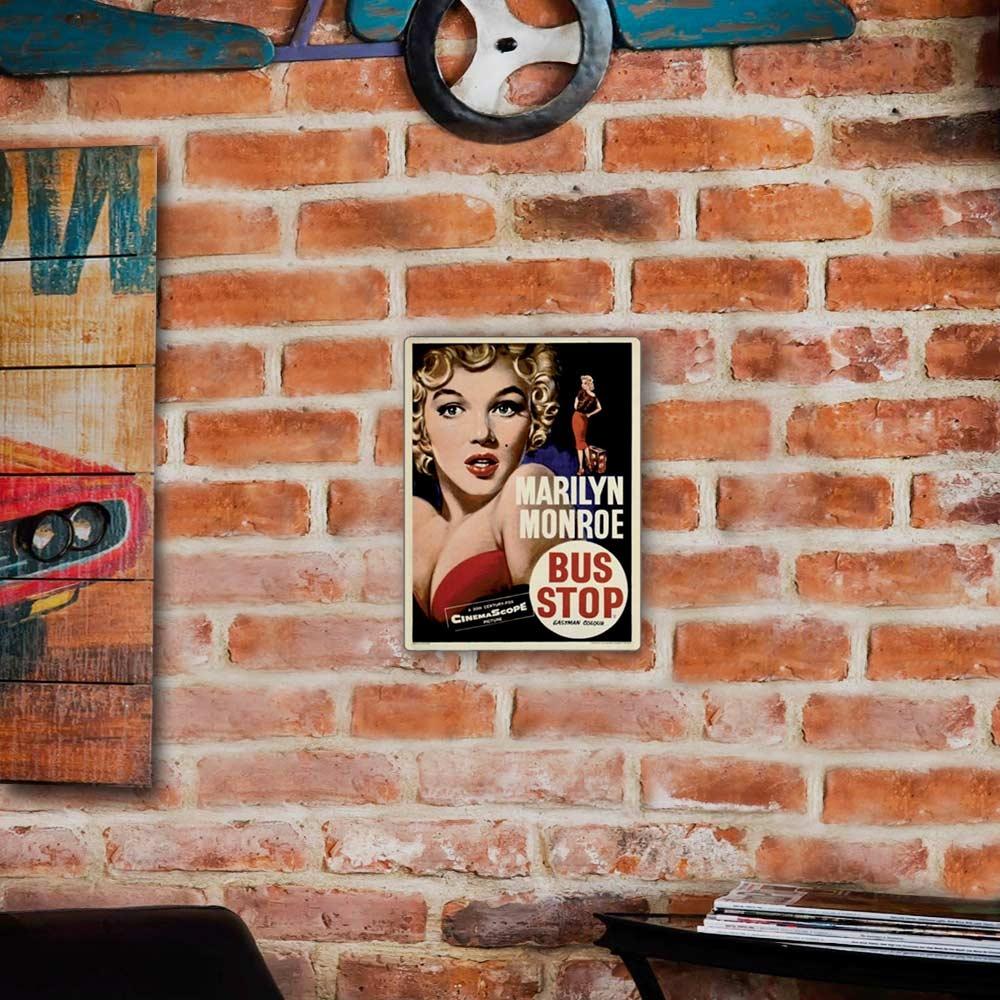 Placa Decorativa Marilyn Bus Stop Média em Metal - 30x20 cm