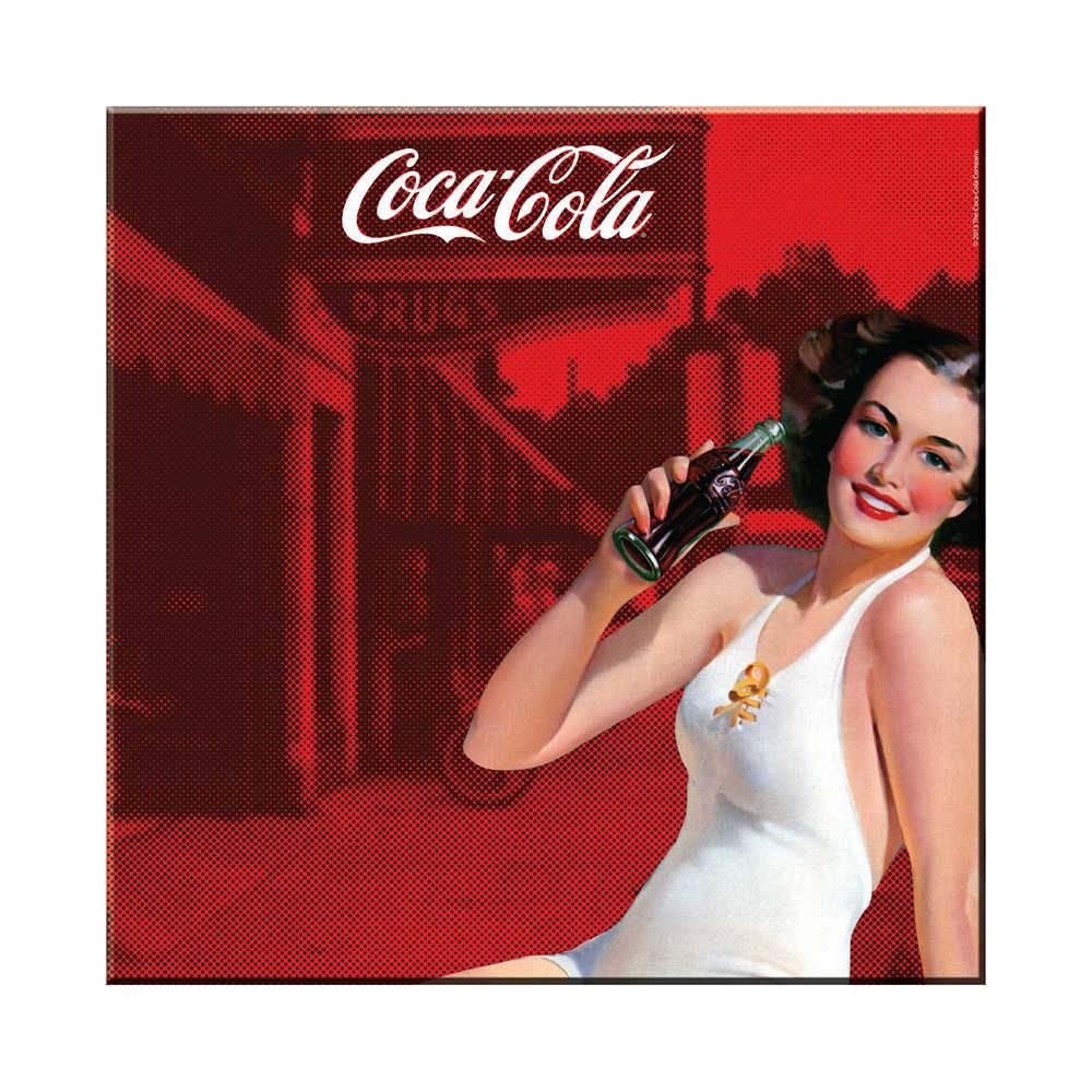Placa Magnética Coca-Cola Pin-Up Brunette Lady Vermelha em Metal - Urban - 50x50 cm