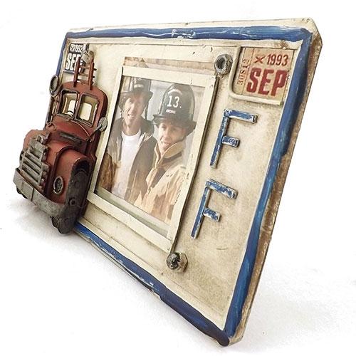 Porta-Retrato Placa Caminhão de Bombeiros Oldway Branco em Metal - 26x15 cm