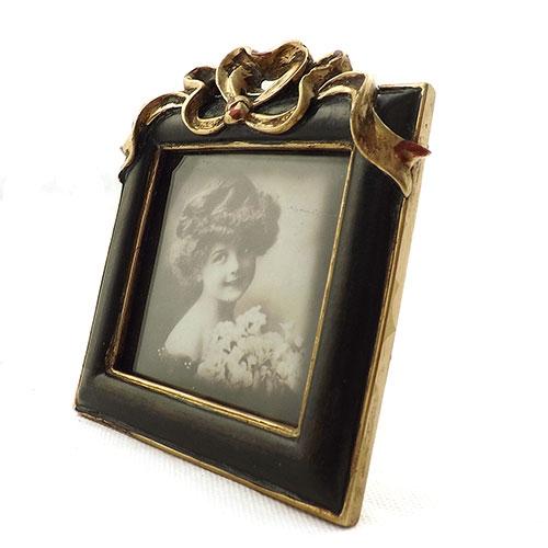 Porta Retrato Quadrado Pequeno Moldura com Laços Dourados - 12x10 cm