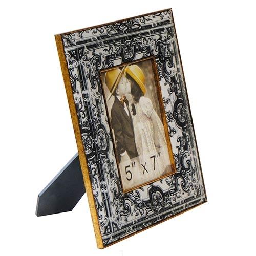 Porta-Retrato Seda Arabescos Oldway Preto/Branco em Metal e Madeira - 27x22 cm