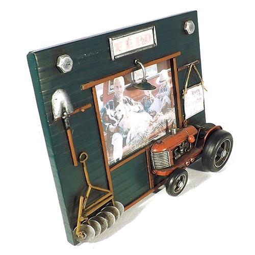 Porta-Retrato Trator Vermelho Oldway em Metal - 24x18 cm