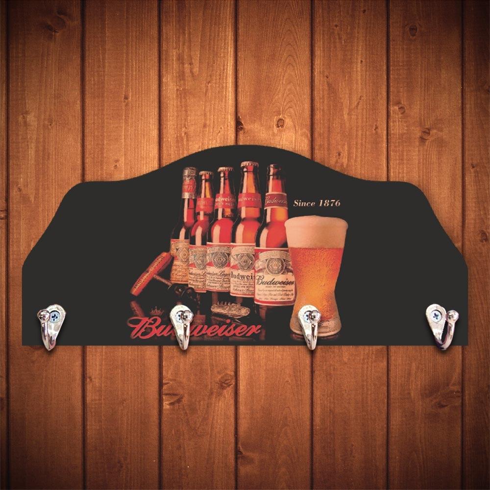 Porta-Chaves Garrafas e Copo Cerveja Budweiser - 4 Ganchos - em Madeira - 29x12 cm
