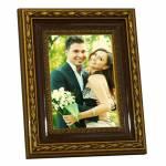 Porta-Retrato Classic Caramelo - 20x30 cm - em Madeira Laqueada - 36x26 cm