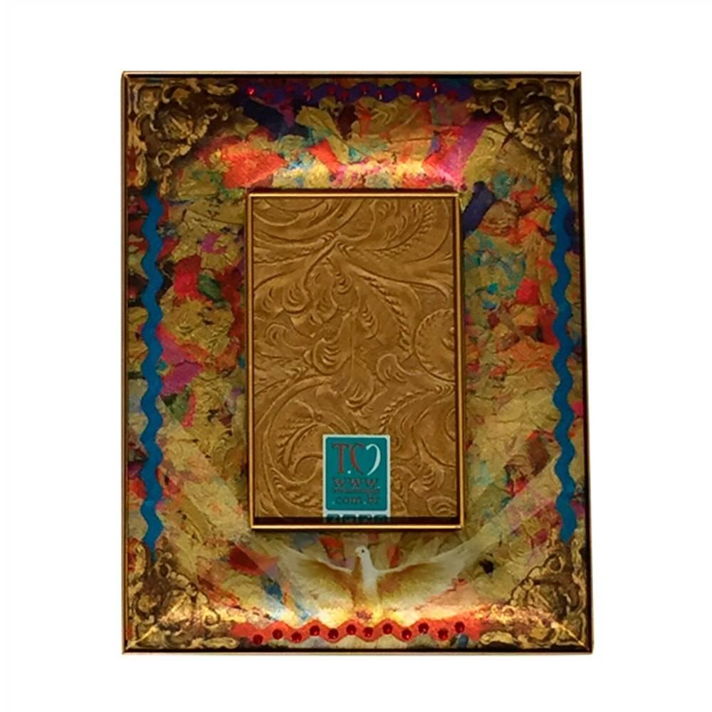 Porta-Retrato Espírito Santo Dourado em Madeira - 33x22 cm