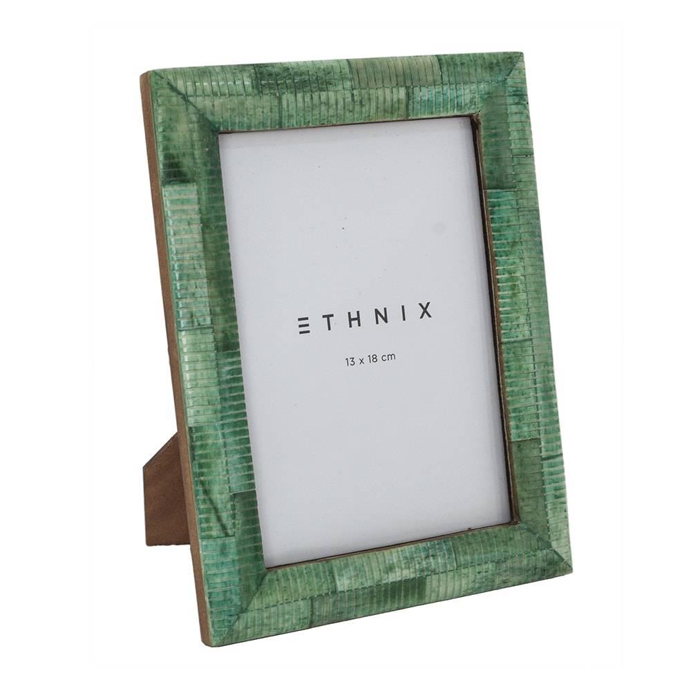 Porta-Retrato de Mesa Alipio Verde - Foto 13x18 cm - em Madeira e Osso - 22x17 cm