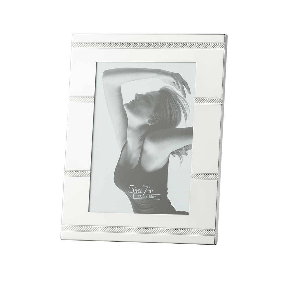 Porta-Retrato Ribbon em Metal para Fotos 10x15 cm - Lyor Classic - 18,8x13,7 cm