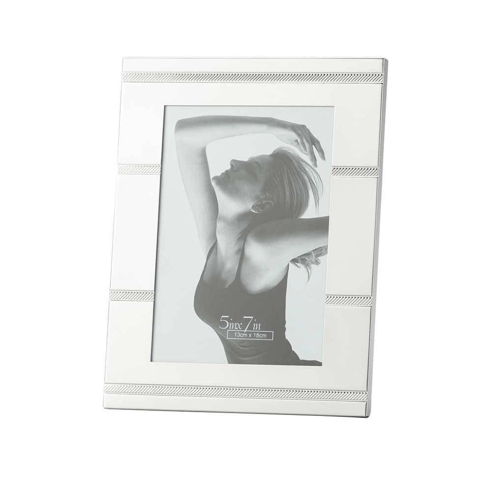 Porta-Retrato Ribbon Prata 20x25 cm em Metal - Lyor Classic