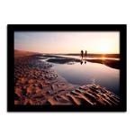 Pôster com Moldura Preta Casal ao Pôr do Sol na Praia Grande - 60x42 cm
