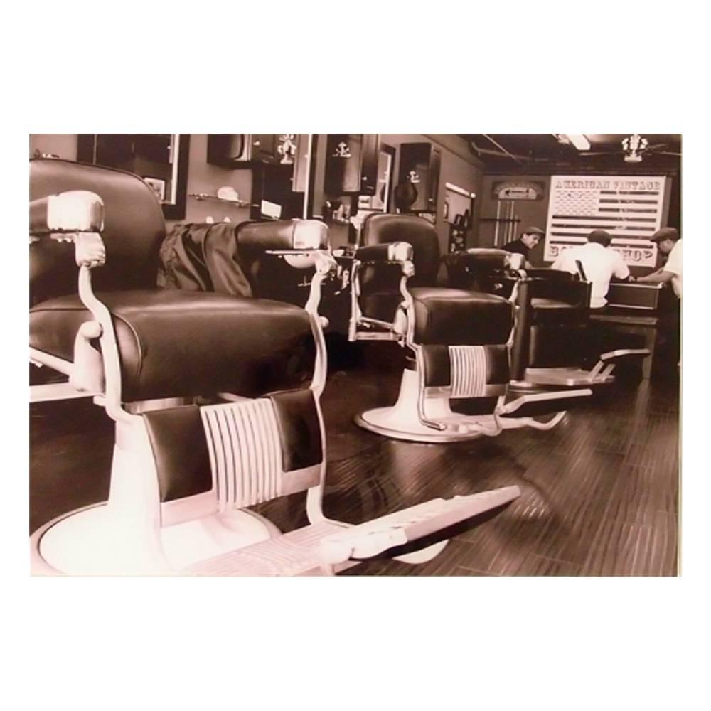 Quadro Decorativo Barbearia com 2 Cadeiras Antigas Preto em Vidro - 50x40 cm