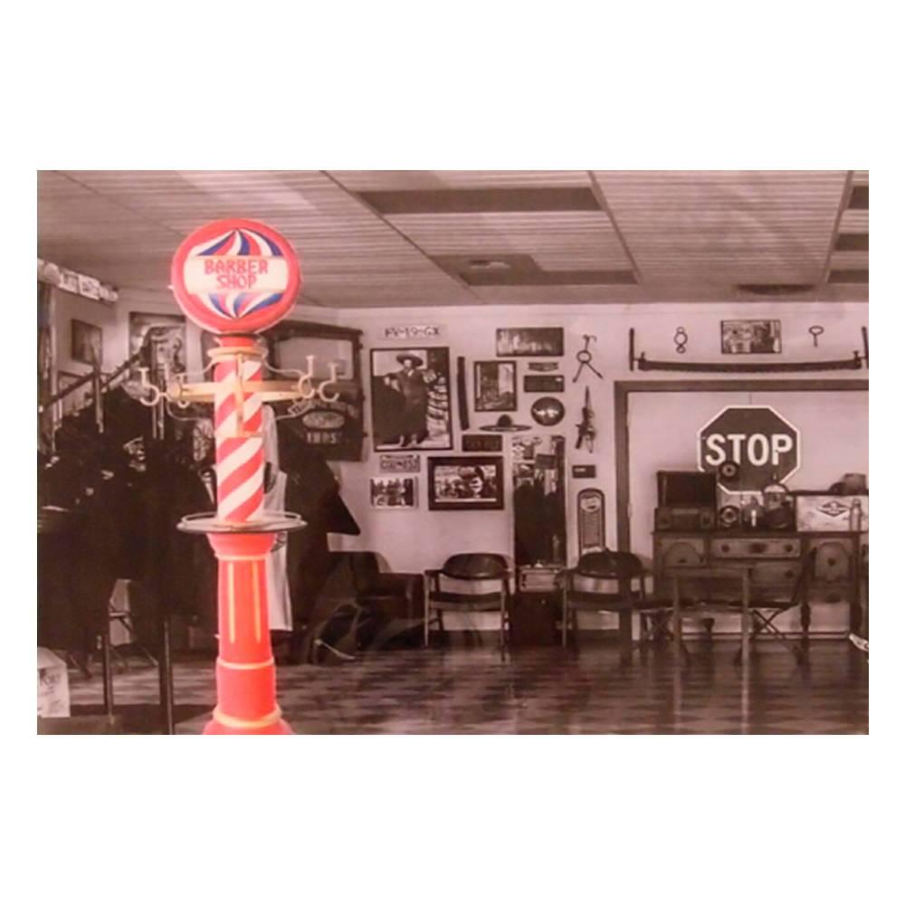 Quadro Decorativo Barbearia com Painel Vermelho em Vidro - 50x40 cm