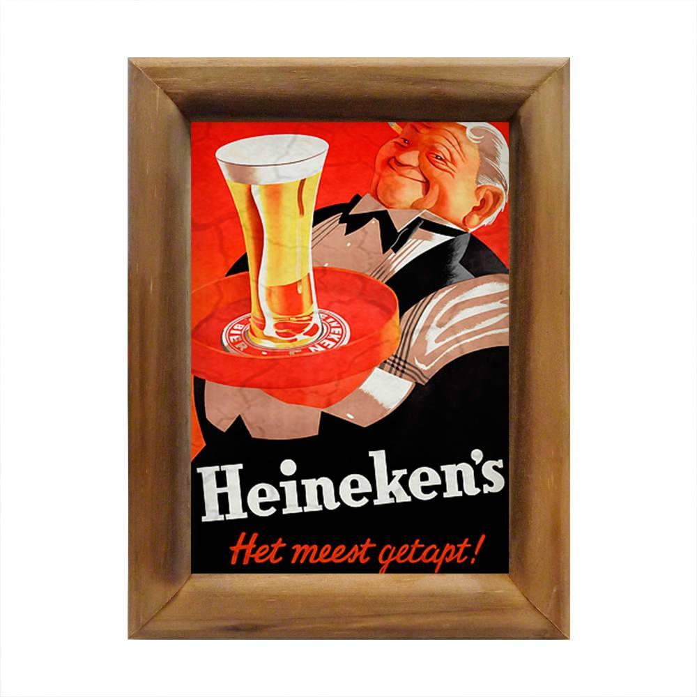 Quadro Garçon Segurando Bandeja com Copo de Heineken em Madeira - 26x20 cm