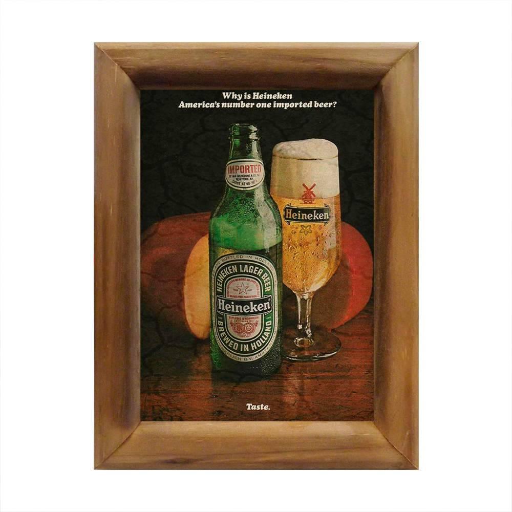 Quadro Garrafa e Taça de Heineken com Moldura em Madeira - 26x20 cm
