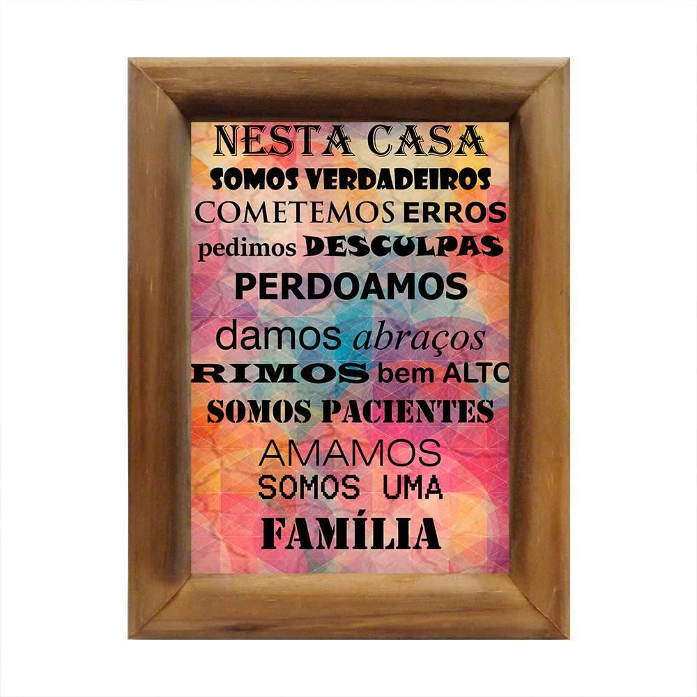 Quadro Nesta Casa Somos Uma Família Multicolorido em Madeira - 26x20 cm